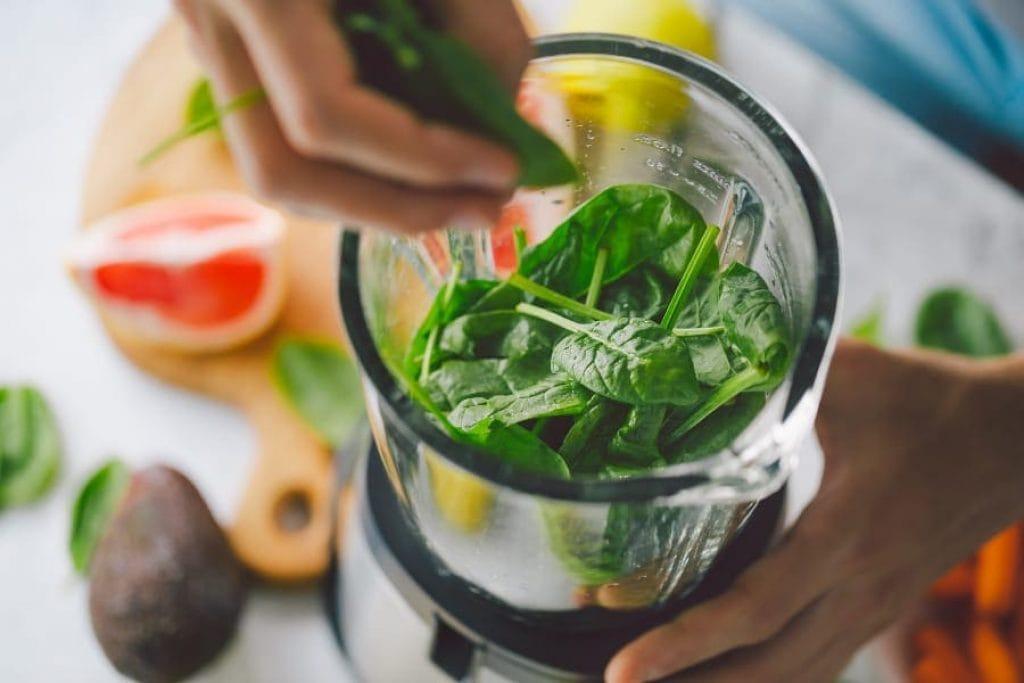 juicing vegetable in the best juicer